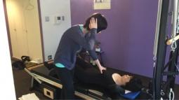 ピラティスインストラクタープロコース*猿手(肘の過伸展)と腰痛の関係~